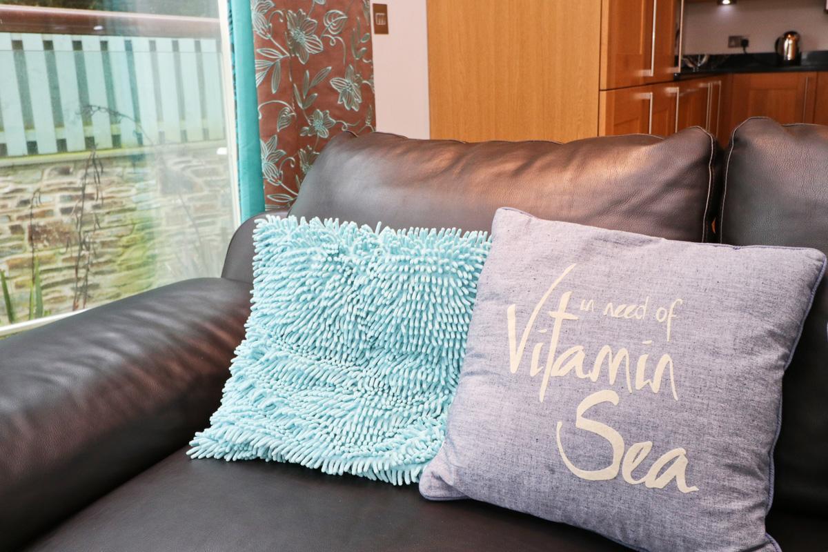 Doyden holiday apartment Cornwall Ocean Blue living room cushions
