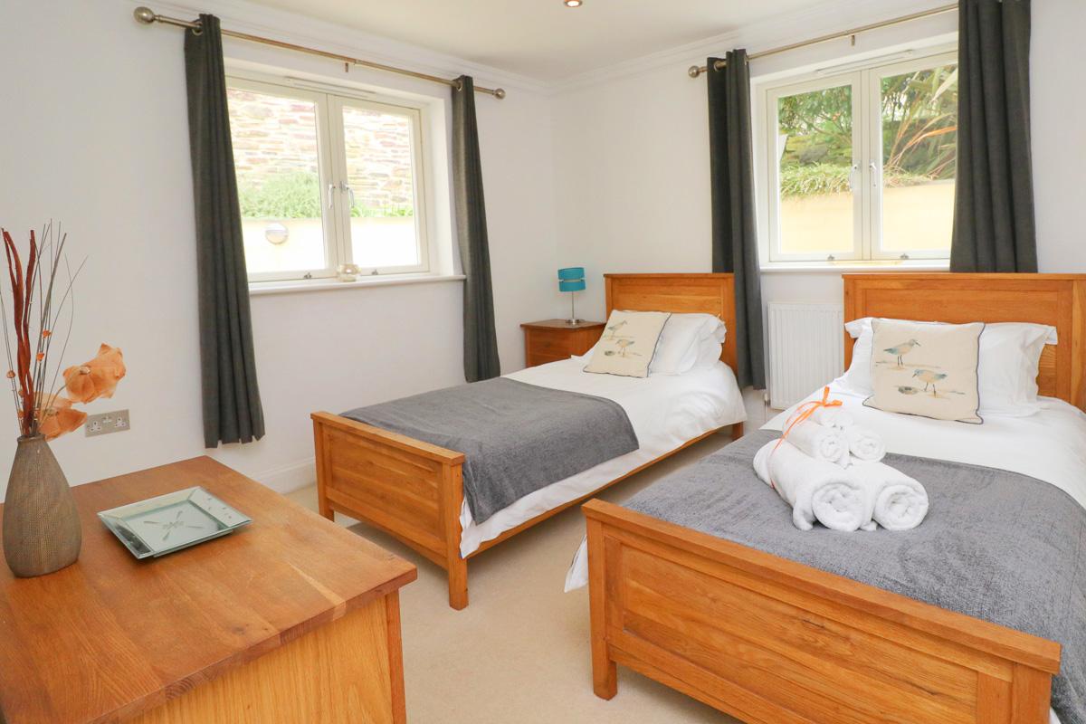 Harlyn Ocean Blue holiday apartment twin bedroom