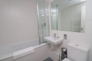 Pentire Ocean Blue holiday apartment bathroom