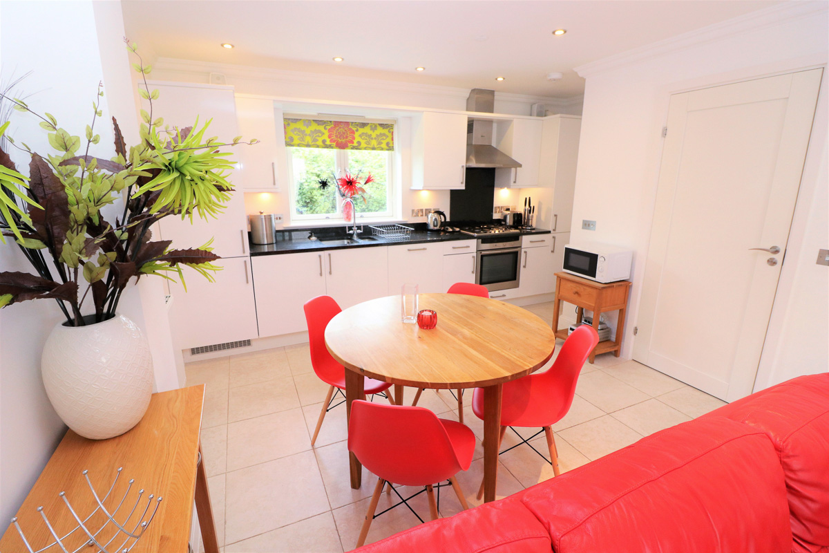 Pentire Ocean Blue holiday apartment kitchen dining