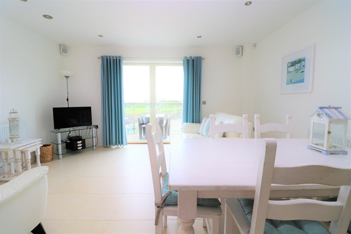 Quies Ocean Blue Holiday apartment Cornwall sitting room