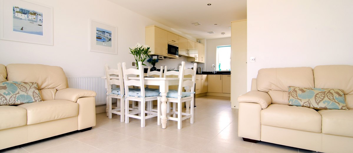 Quies Ocean Blue Holiday apartment Cornwall dining