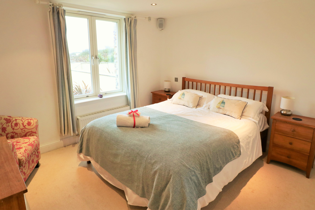 Trebetherick Ocean Blue Holiday apartment Cornwall master bedroom