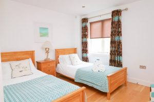 Trevarrian Ocean Blue Holiday apartment Cornwall twin bedroom