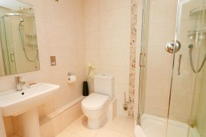 Trevarrian Ocean Blue Holiday apartment Cornwall shower room