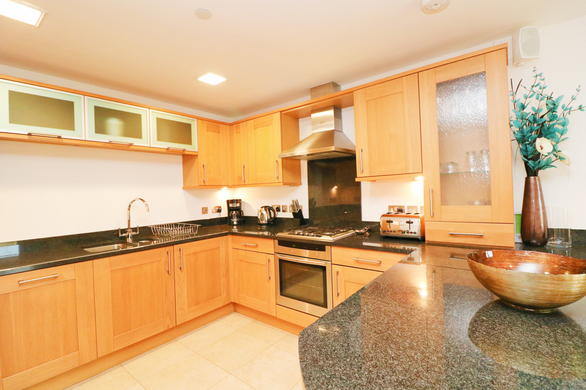 Trevarrian Ocean Blue Holiday apartment Cornwall kitchen