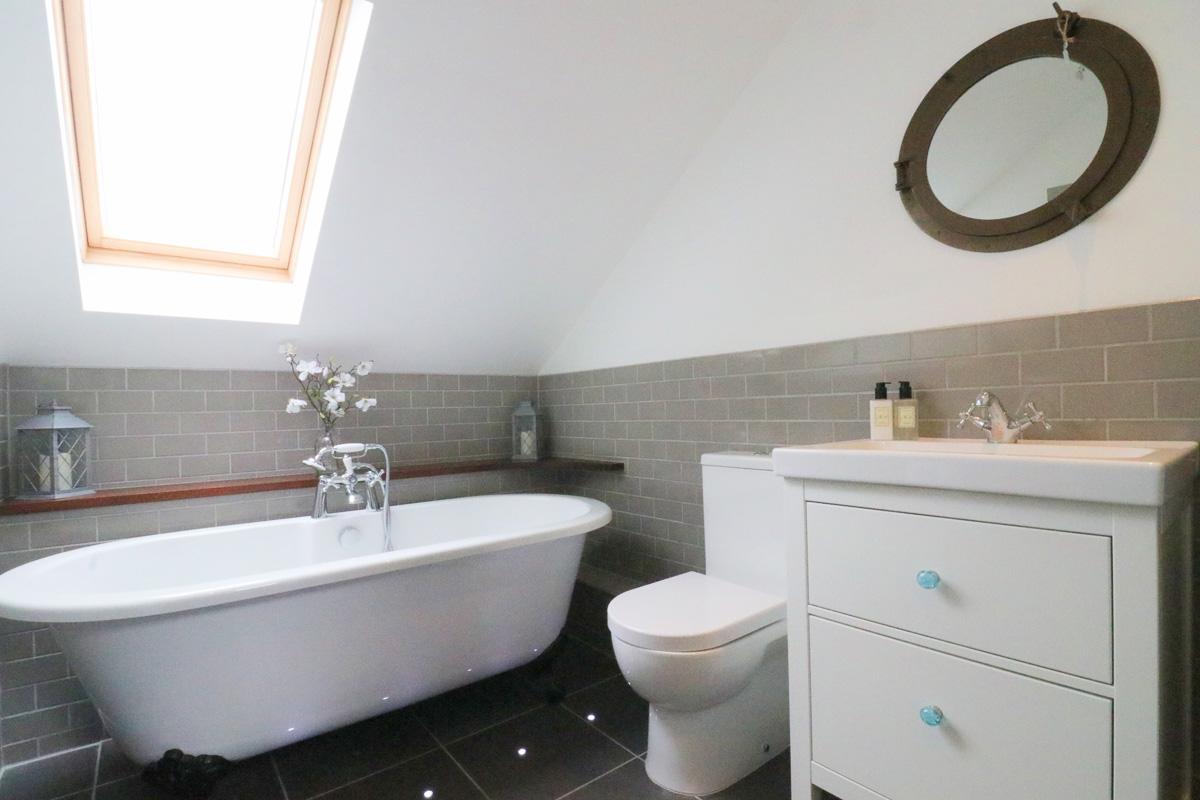 Trehelles Cornwall holiday cottage bathroom