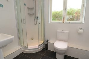 Bedruthan Holiday Cottage shower room