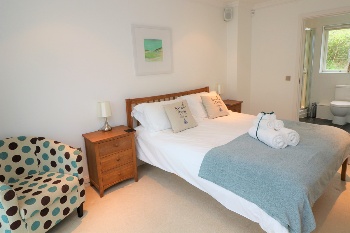 Bedruthan Holiday Cottage double bedroom