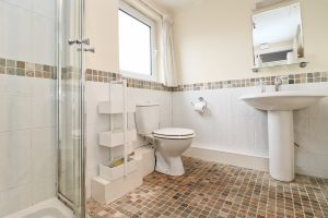 Cormorant holiday apartment Padstow Cornwall family bathroom