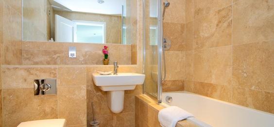 daymar holiday cottage cornwall bathroom