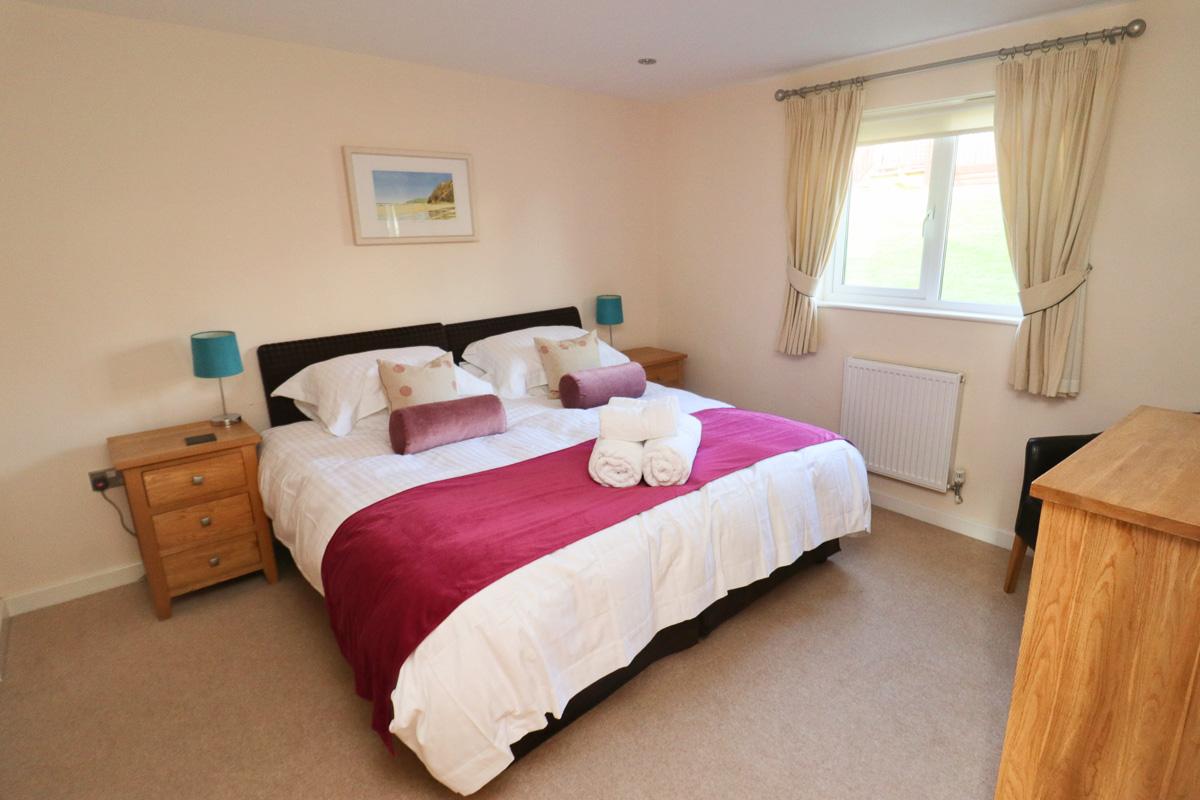 The Burrow holiday home Cornwall bedroom