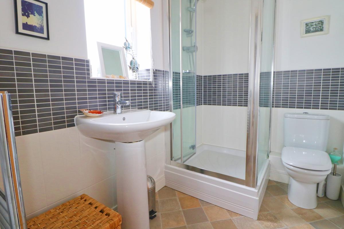 Waterhouse holiday home Cornwall bathroom