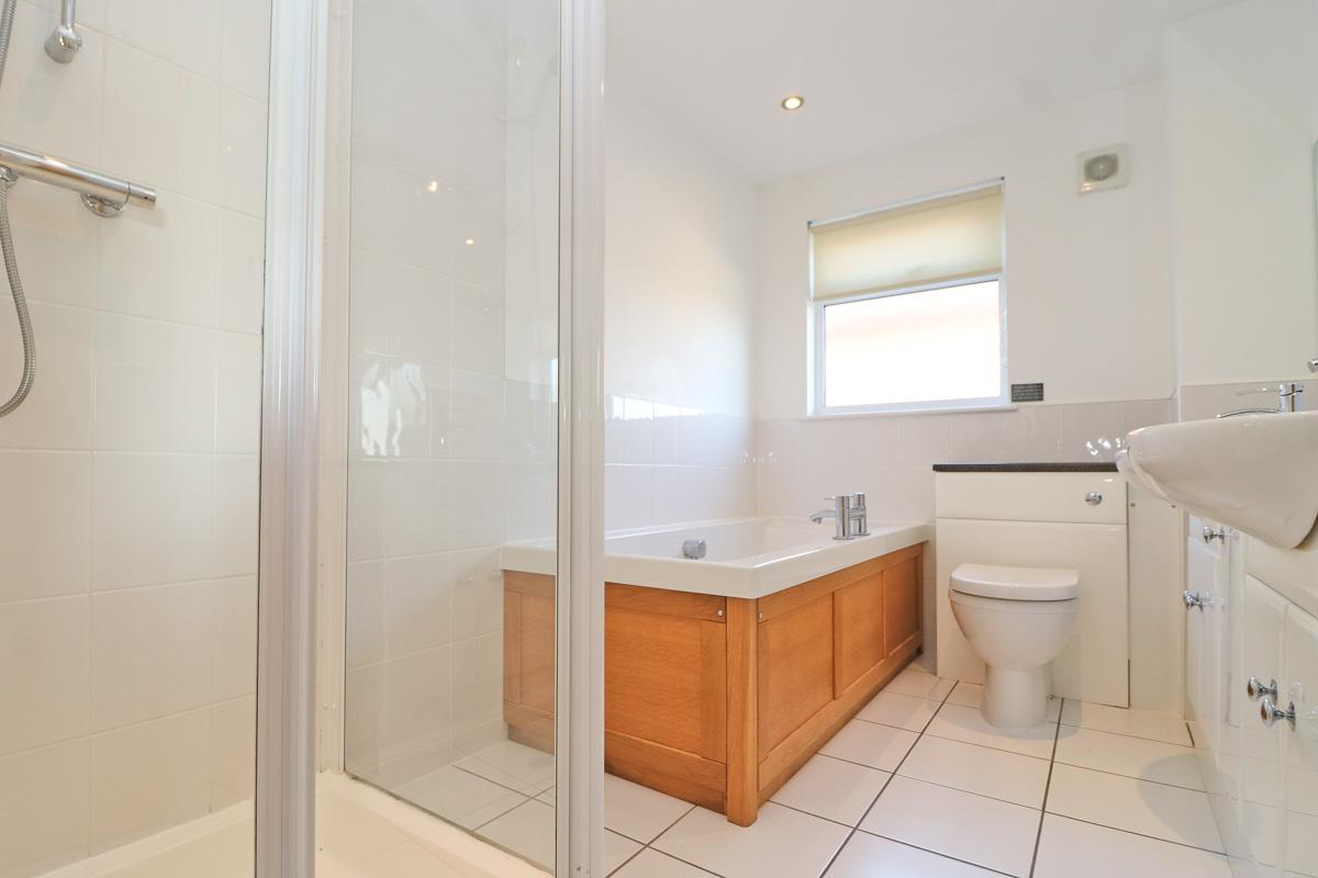Number 15 Retallack holiday home Cornwall bathroom