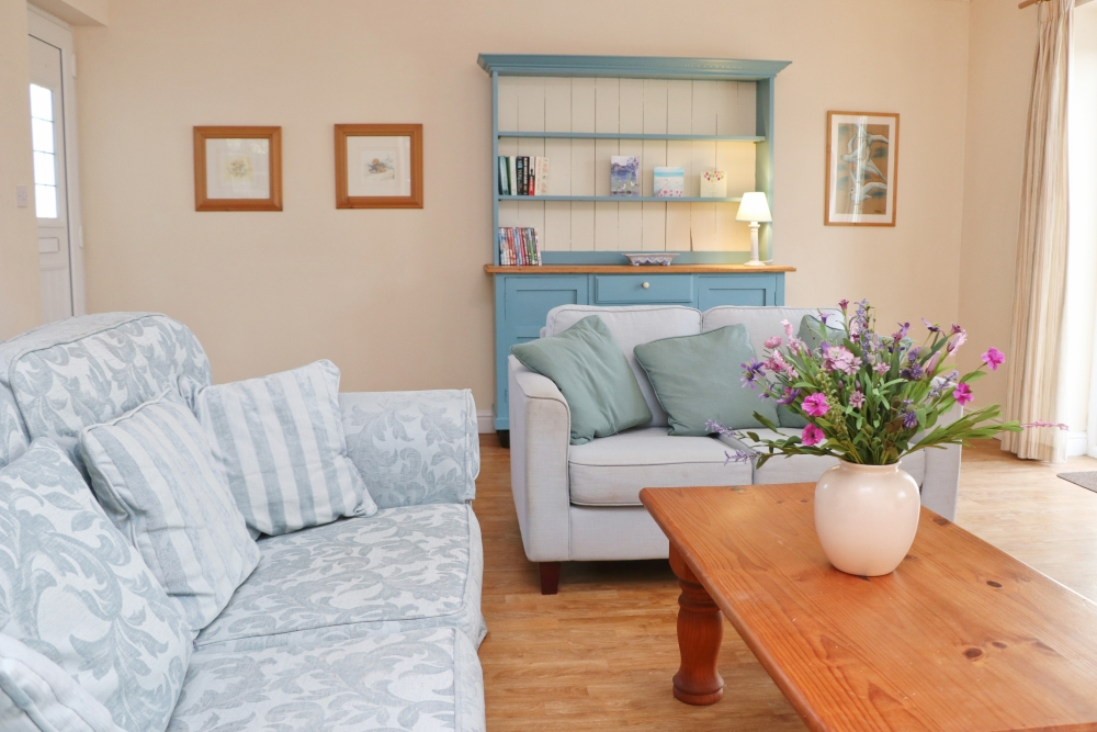 Choca holiday cottage Harlyn Cornwall lounge