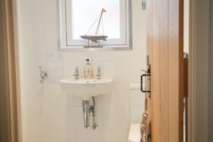 character holiday cottage in Padstow bathroom